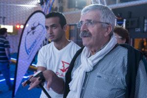 À gauche, un membre de l'équipe wepulsit, à droite Hervé Pillaud testant le gant connecté pour piloter un drone de manière intuitive dans l'espace Drone Indoor du LUDyLAB à Chambretaud en Vendée