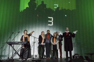 Inauguration du LUDyLAB à Chambretaud en Vendée : cofondateurs du LUDyLAB (Claire, Jean-Michel et Pascale Mousset & François Routhiau) avec Odile Amossé et Calixtre de Nigremont et le décompte en fond (3)